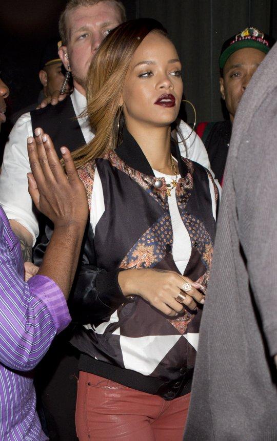 Rihanna 01262013 3