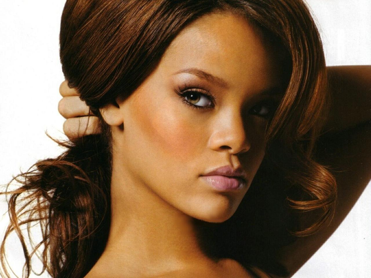 Pop Singer Rihanna photo