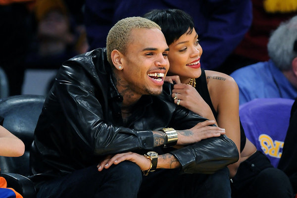 Rihanna chris brown lakers courtside
