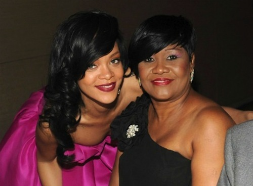 Rihanna-and-her-mum-Monica-Fenty-0412-13