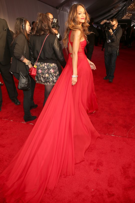 rihanna grammy red carpet