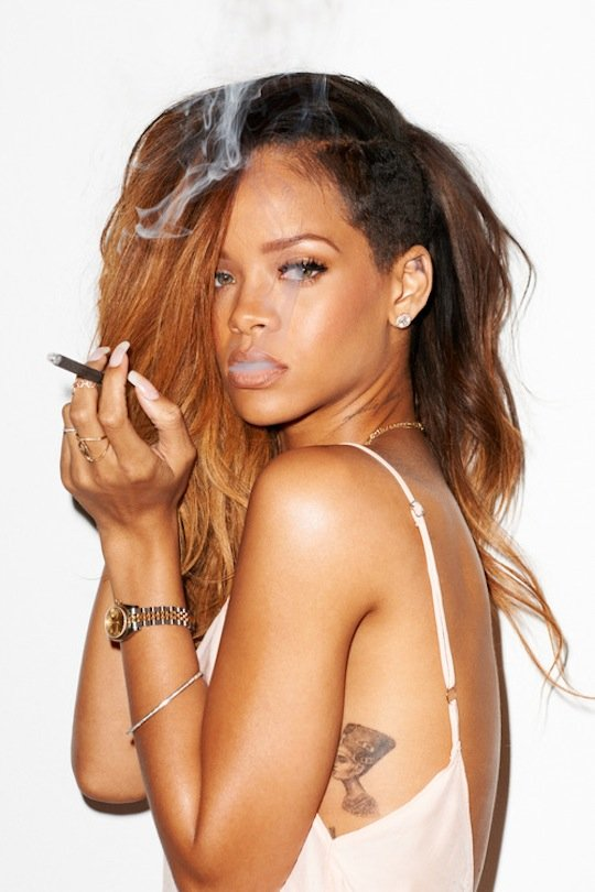 rihanna smoking blunt