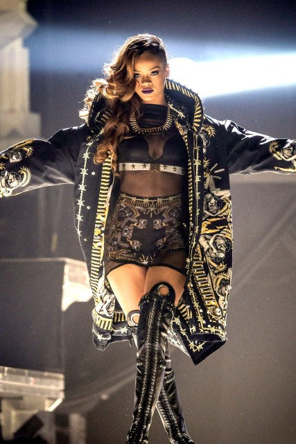 Rihanna Diamonds Tour Outfit