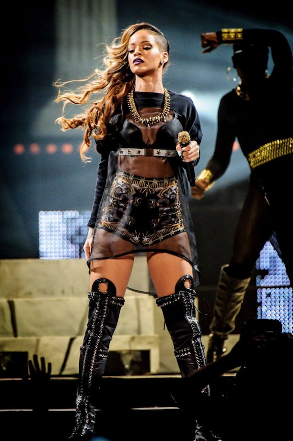Rihanna Diamonds World Tour 10