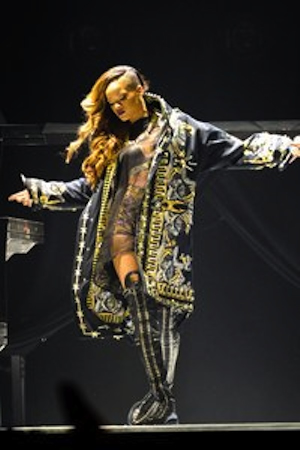 Rihanna In Concert Diamonds Tour