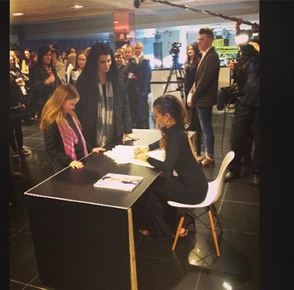 Rihanna signing autograph