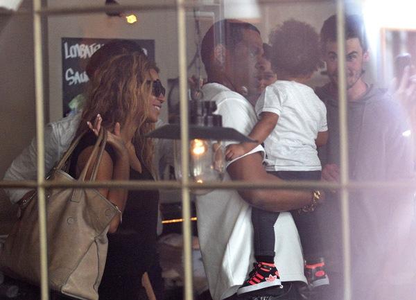 Beyonce jayz blue ivy dining