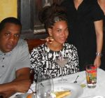 Jay-z and Beyonce eating in Cuba