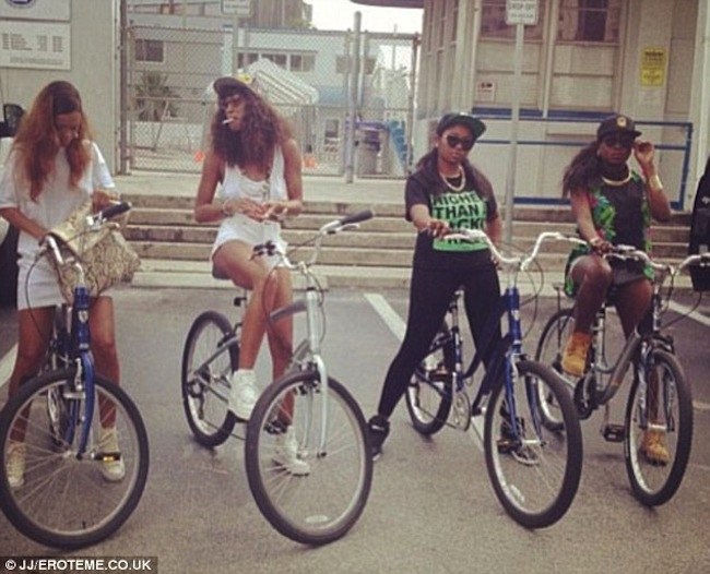 Rihanna and her friends biking