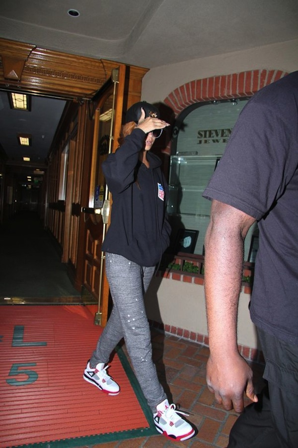 Rihanna leaving doctor office 2