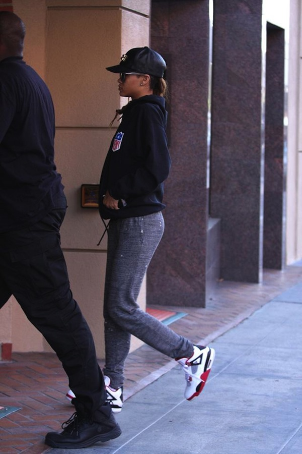 Rihanna leaving doctor office 2013