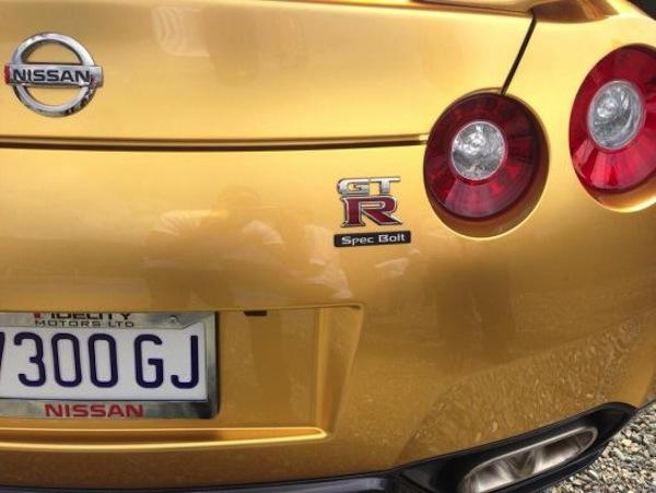 Nissan-GT-R-gold-Usain-Bolt-02