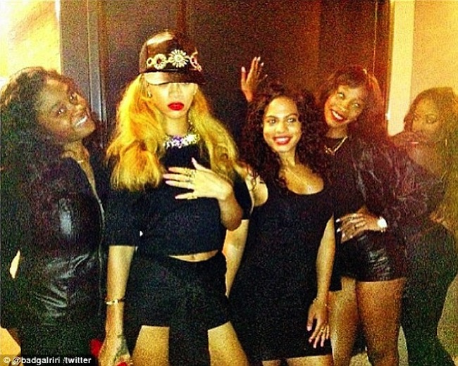 Rihanna and her girls NYC
