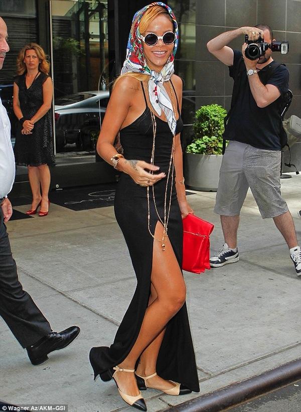 Rihanna in nyc wearing scarf
