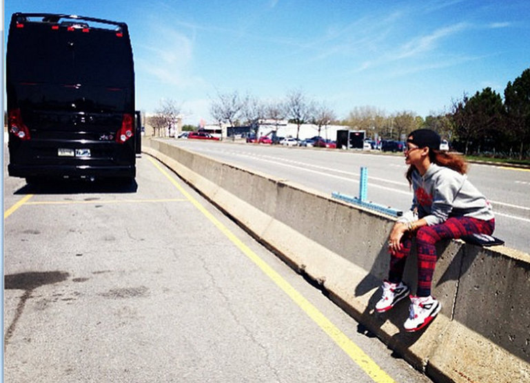 Rihanna tour bus