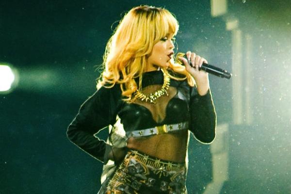 Rihanna Paris Concert