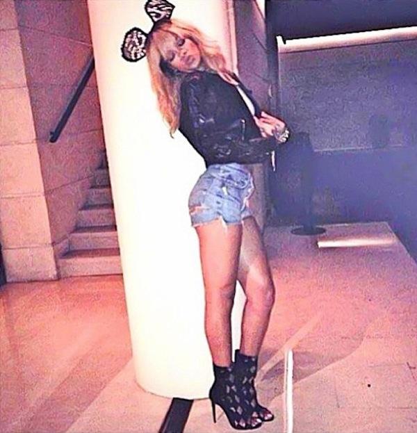 Rihanna booty shorts