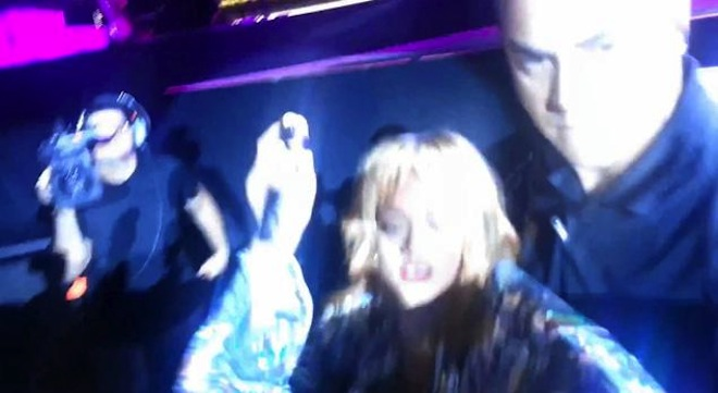 Rihanna Knock A Fan Out With Her Microphone At Birmingham Gig [VIDEO]