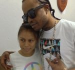 Tommy Lee and fans in Belize 1