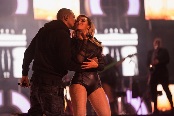 Beyonce And Jay-Z PDA On Stage Chime For Change Concert [VIDEO]