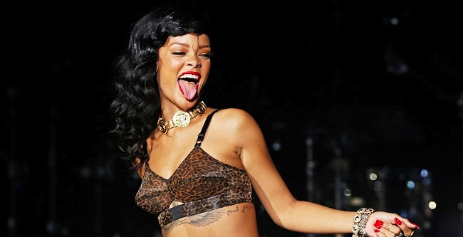 Rihanna Now The Biggest Artist On YouTube After Passing Justin Bieber