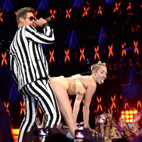 Miley Cyrus and Robin Thicke VMAs