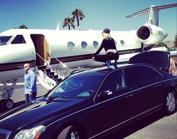 Nicki Minaj twerk on Maybach