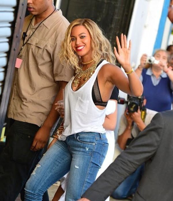 Beyonce at Cony Island video shoot