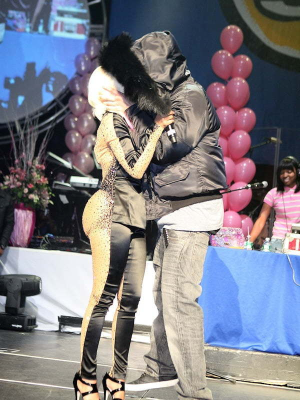 Nicki Minaj and Drake kissing