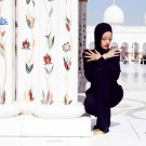 Rihanna at abu dhabi mosque 1