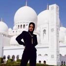 Rihanna at abu dhabi mosque