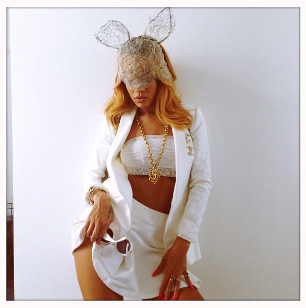Rihanna instagram 7