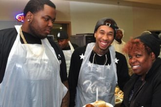 Sean Kingston And Tyga Serves Meals To Homeless On Thanksgiving [PHOTO]