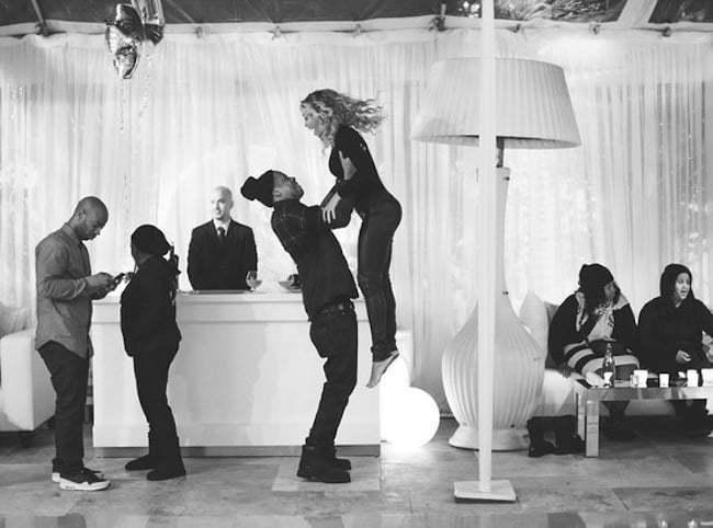 Jay Z lifting Beyonce