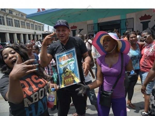Kartel fans protest 2
