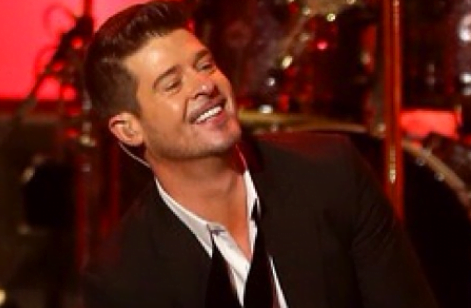 Robin Thicke Begging Paula Patton To Take Him Back On Stage