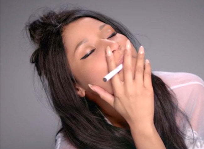 Nicki Minaj smoking