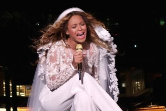 Beyonce Crying On Stage Telling Fans About Jay Z Cheating [VIDEO]