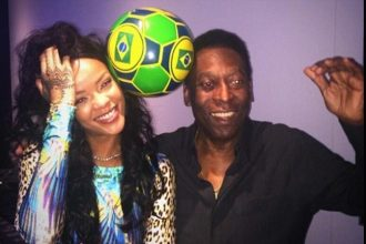 Rihanna Meet Soccer Legend Pele And Posed For A Few Photos