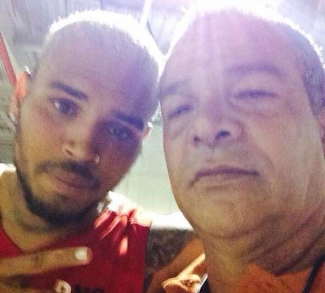 Chris Brown Hangs Out With Rihanna's Dad Ronald Fenty [PHOTO]