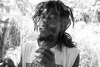 "Barrington Levy ""Unda Mi Sensi"" .. This Is How Weed Is Smoke In Jamaica"