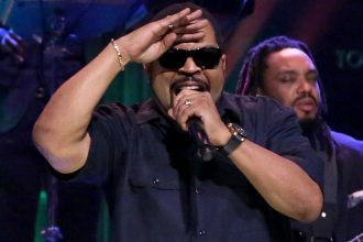 Ice Cube & Common Perform 'Real People' Live On 'Tonight Show'