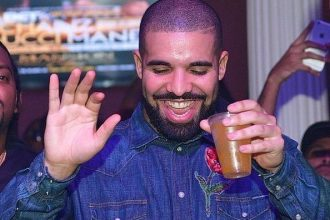 Drake Spotted Having Dinner With Another Baddie