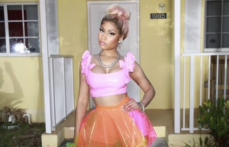 Nicki Minaj Fans Begs For New Album But She Gives Them More Ass-ets