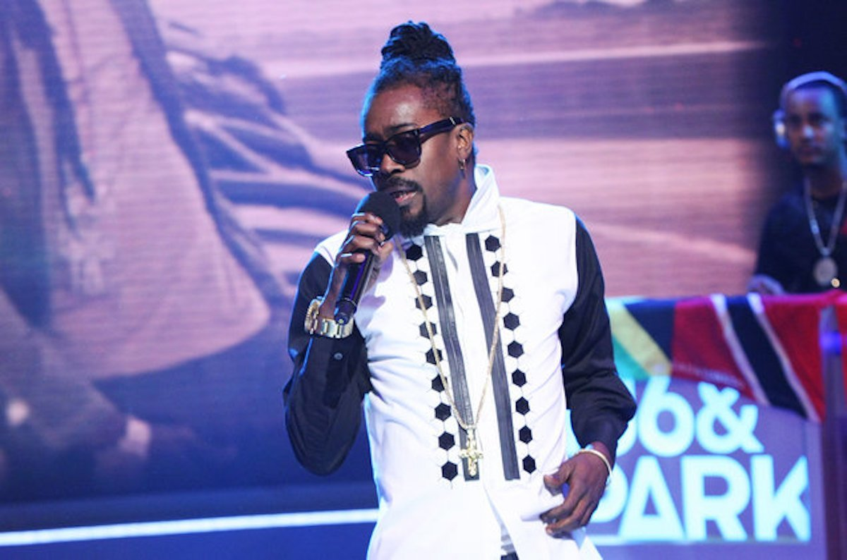 Beenie Man Tanto Metro Devonte Performs Bookshelf Hits To Mark