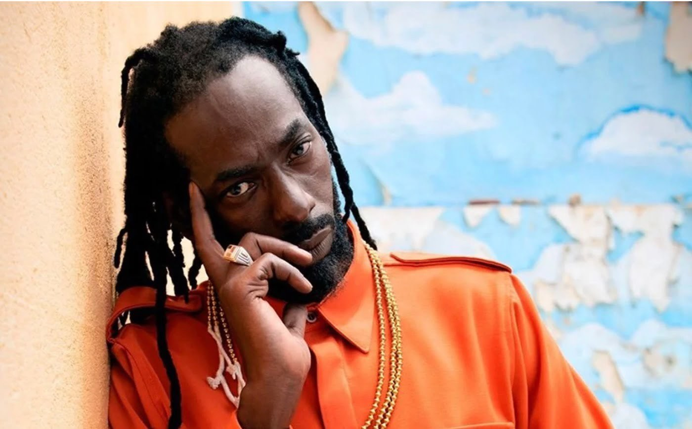 Buju Banton & Kanye West Team Up To Donate Laptops To Kids In Jamaica -  Urban Islandz